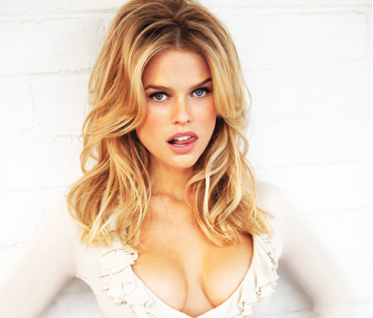 Cleavage TheFappening Alice Eve naked photo 2017